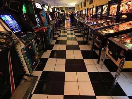 Joystix Showroom games and pinballs